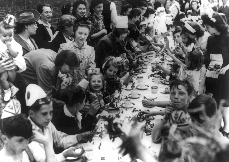 VE-Day-party-Seward-Street-Finsbury-May-1945-scaled.jpg